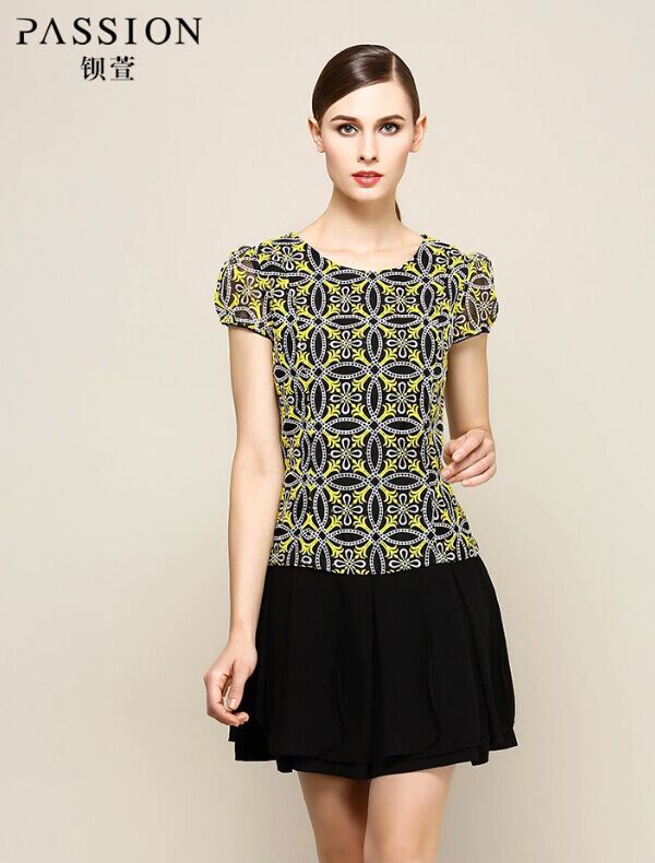 几何圆形优美刺绣花纹连衣裙